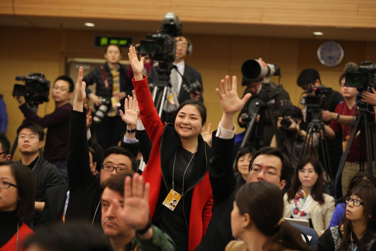 现场 大老/现场记者踊跃举手提问