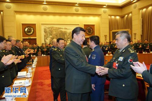 3月13日,中共中央总书记、国家主席、中央军委主席习近平出席十二届全国人大四次会议解放军代表团全体会议并发表重要讲话。这是习近平同军队人大代表亲切握手。新华社记者李刚摄