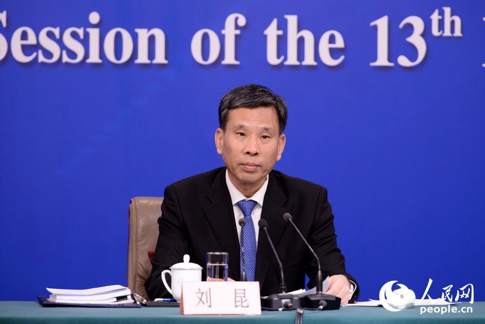 刘昆:严堵违法违规举债