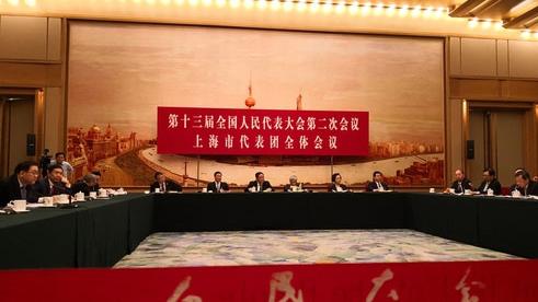 """上海代表团:在新一轮改革开放实践中探路先行  增设上海自由贸易试验区新片区、在上海证券交易所设立科创板并试点注册制、实施长江三角洲区域一体化发展国家战略。2018年11月5日,习近平主席在出席首届中国国际进口博览会并考察上海时,交给上海三项新的重大任务。 """"习近平总书记在首届进博会开幕式这样的场合,向全世界郑重宣布这三项新的重大任务,其意义非同寻常,远不止是一般所讲的'三大利好'。""""在十三届全国人大二次会议上海代表团开放日上,全国人大代表、上海市委书记李强如是回应中外记者。【详细】"""