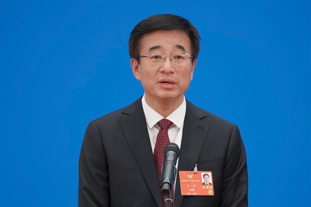 全国政协委员王辰接受媒体采访