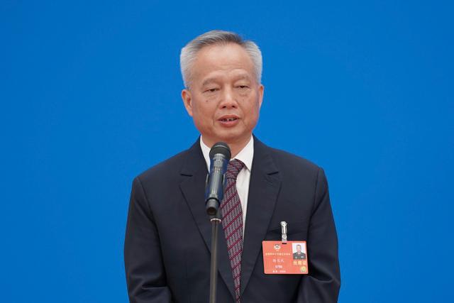 全国政协委员杨长风接受媒体采访