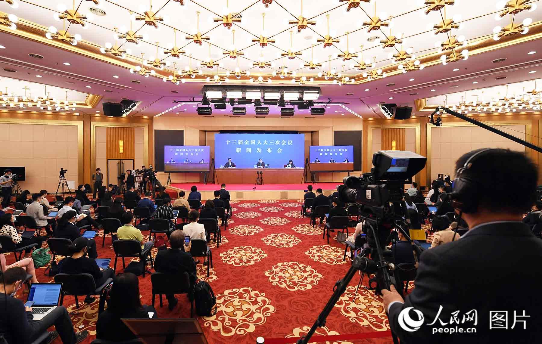 十三届全国人大三次会议新闻发布会现场。人民网记者 翁奇羽 摄
