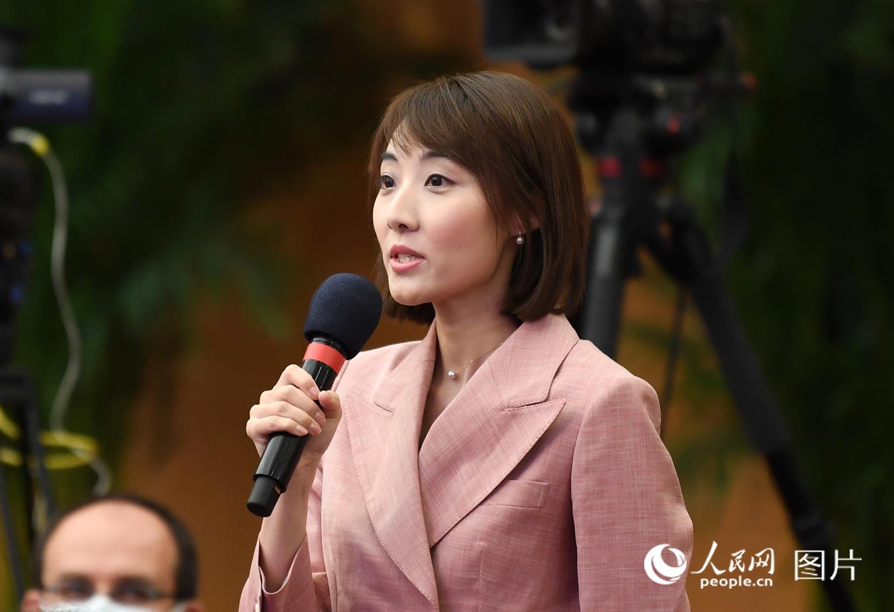 中央广播电视总台央视记者提问。人民网记者 翁奇羽 摄