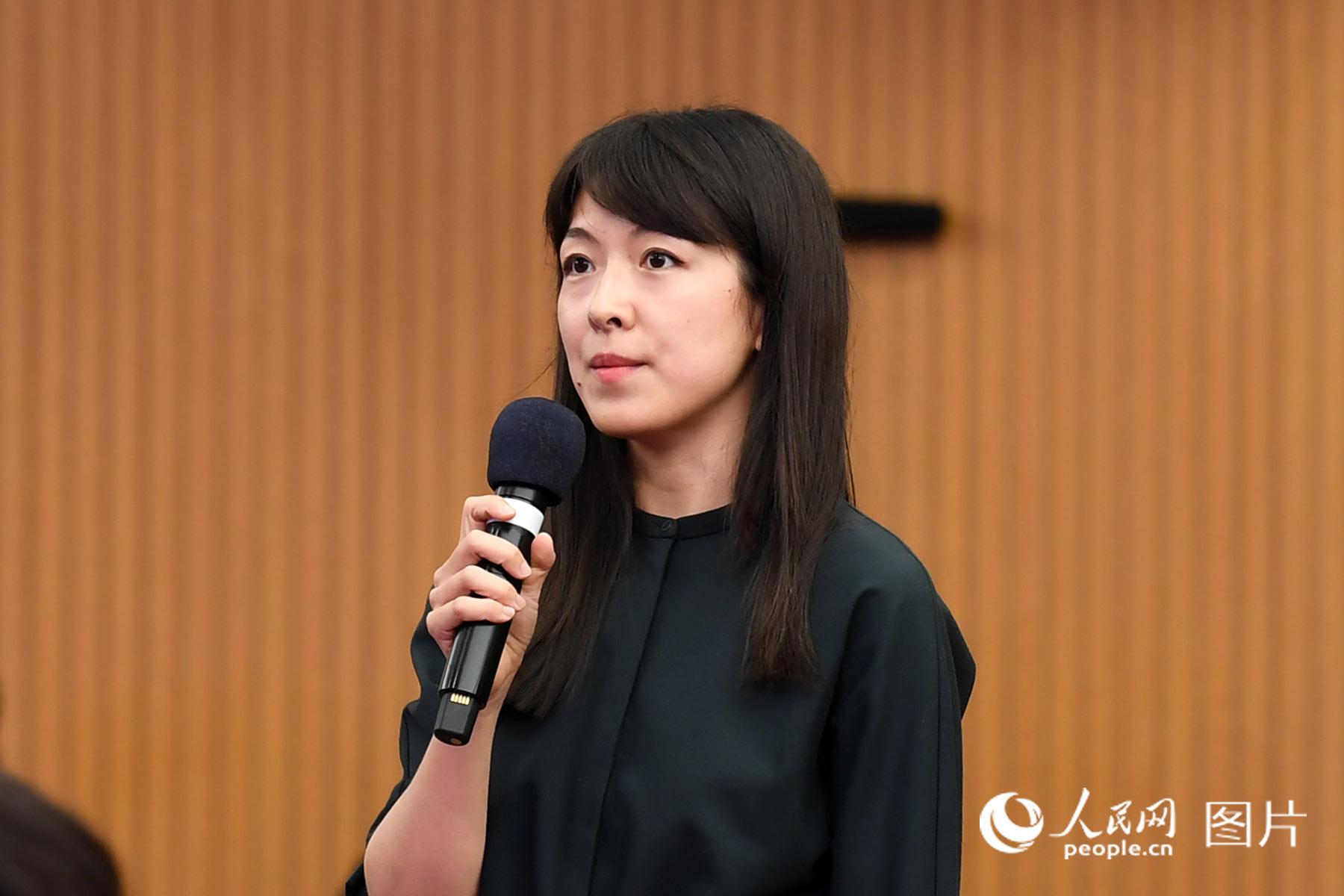 彭博社记者提问。人民网记者 翁奇羽 摄