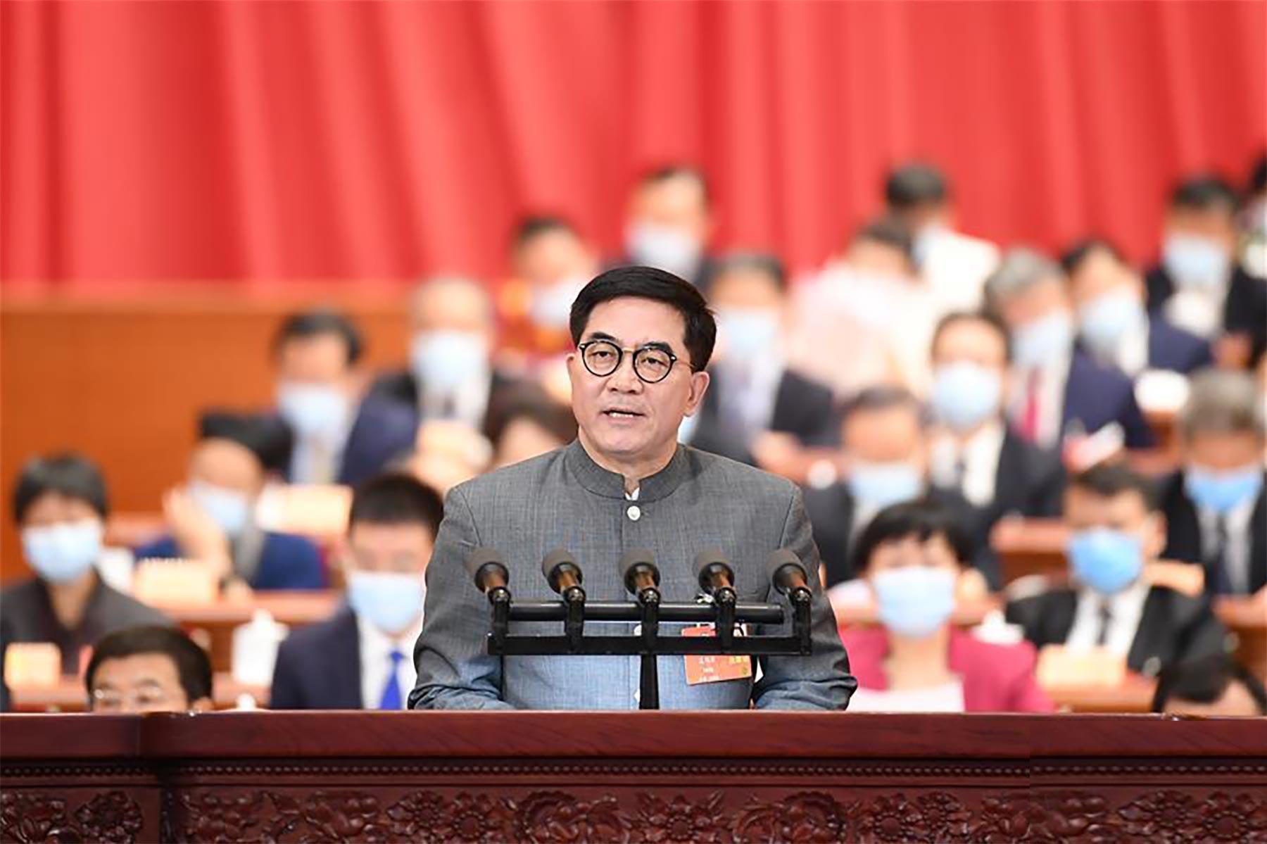 葛均波委员代表九三学社中央作大会发言。 新华社记者 燕雁 摄