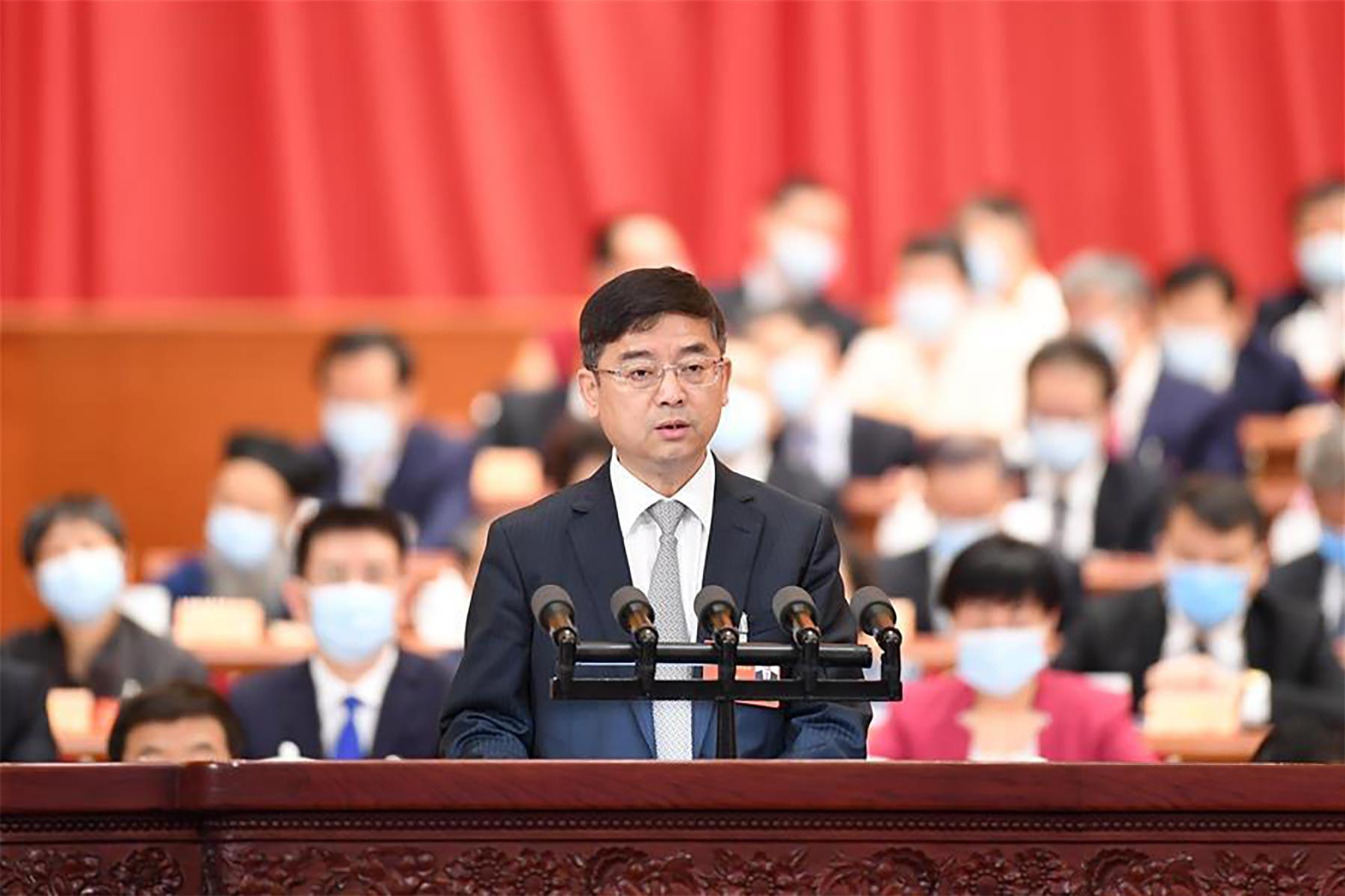 曲凤宏委员代表农工党中央作大会发言。 新华社记者 刘彬 摄