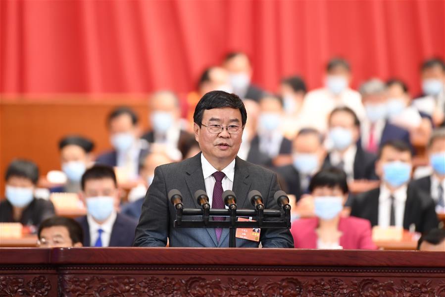 何报翔委员代表民革中央作大会发言。新华社记者 刘彬 摄