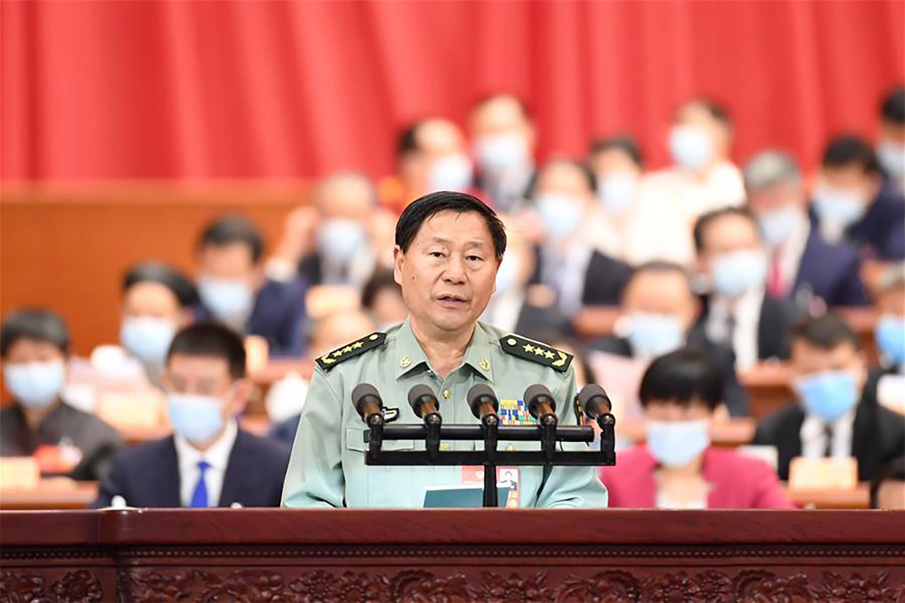 戚建国委员作大会发言。新华社记者 刘彬 摄