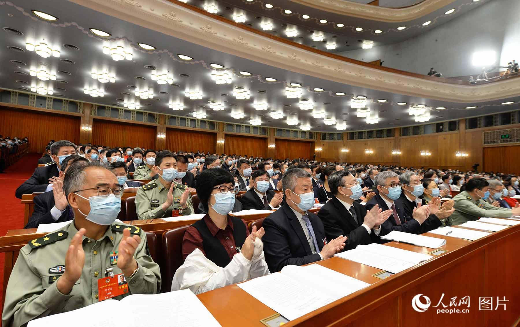 委员们认真听会。人民日报、人民网记者 陈斌 摄